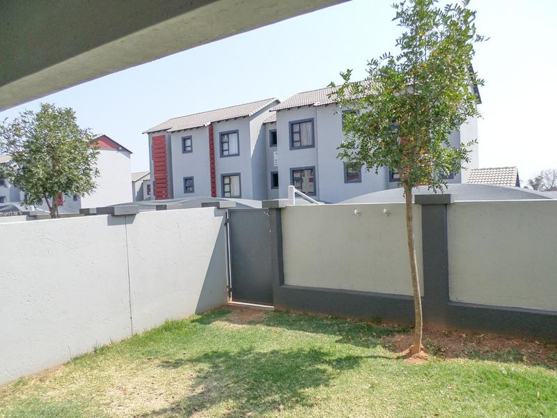 Property For Sale in Honeydew Ridge, Roodepoort 1