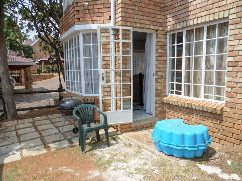 Property For Rent in Wilgeheuwel, Roodepoort 12