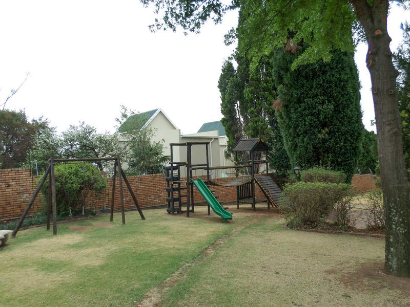 Property For Rent in Wilgeheuwel, Roodepoort 14