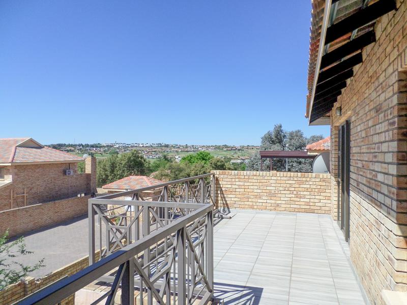 Property For Rent in Honeydew Manor, Roodepoort 3