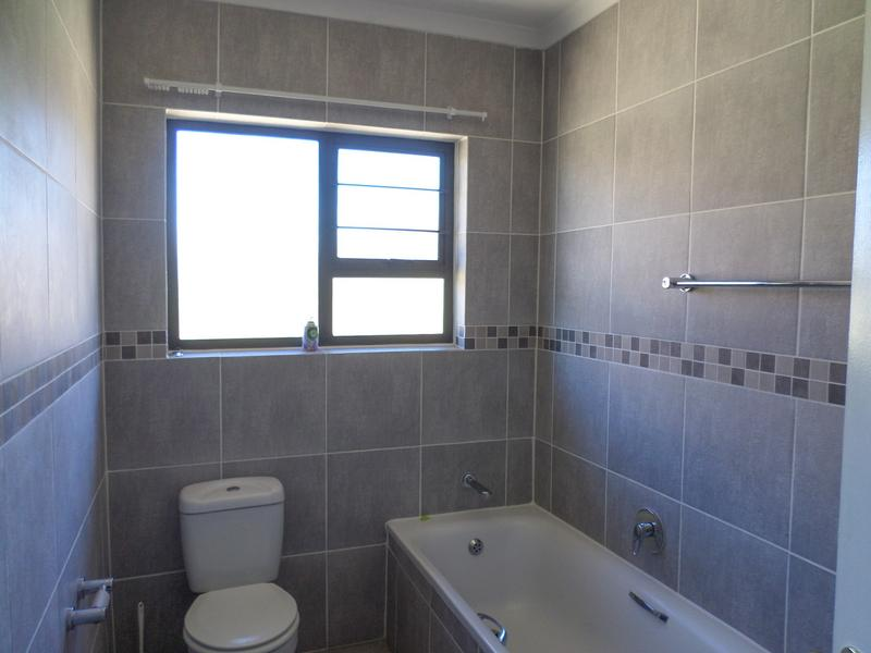 Property For Rent in Honeydew Manor, Roodepoort 14
