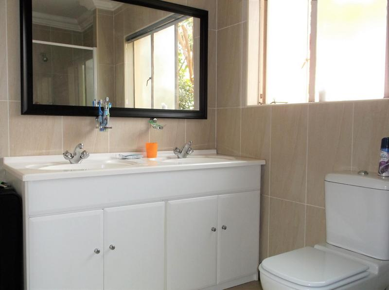 Property For Rent in Northcliff, Johannesburg 16