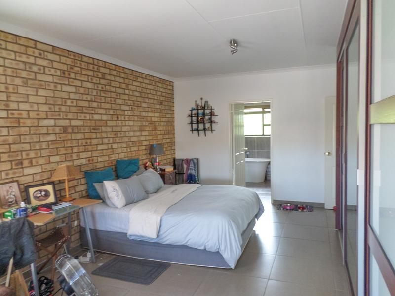 Property For Rent in Honeydew Manor, Roodepoort 11