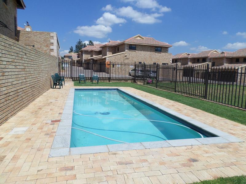 Property For Rent in Honeydew Manor, Roodepoort 20