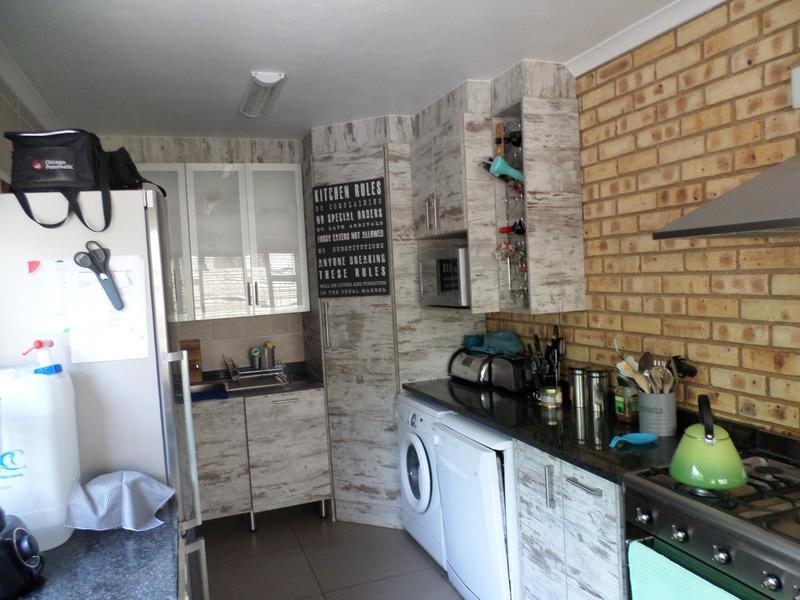 Property For Rent in Honeydew Manor, Roodepoort 6