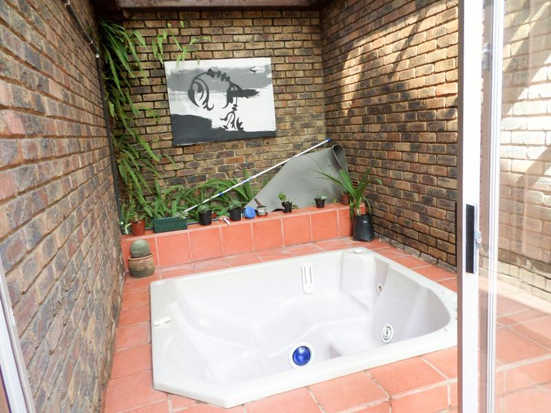 Property For Sale in Bergbron, Roodepoort 16