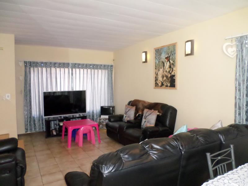 Property For Sale in Bergbron, Roodepoort 6