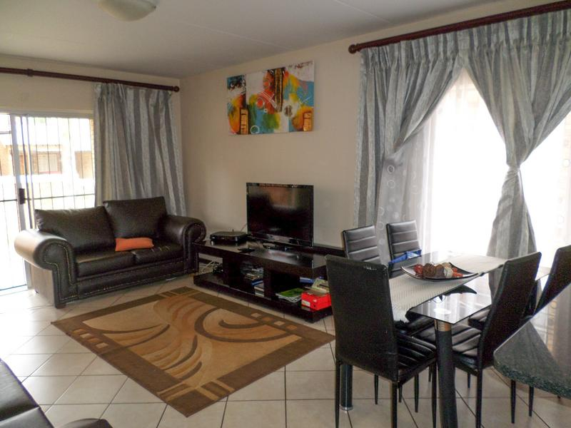 Property For Rent in Ruimsig, Roodepoort 8