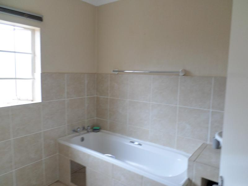 Property For Rent in Ruimsig, Roodepoort 11