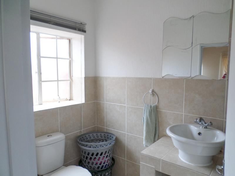 Property For Rent in Ruimsig, Roodepoort 13