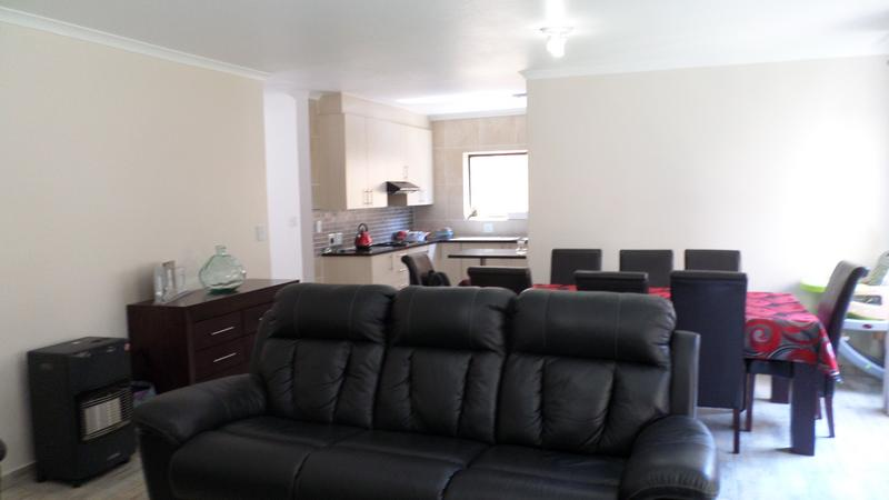 Property For Rent in Honeydew Manor, Roodepoort 4