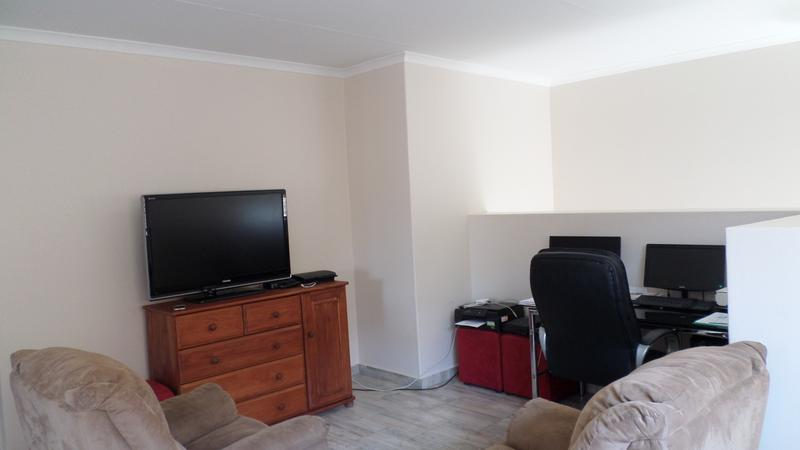 Property For Rent in Honeydew Manor, Roodepoort 10