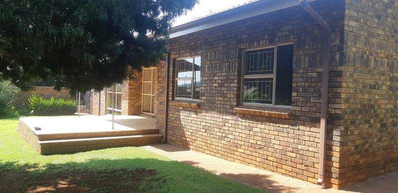 Property For Rent in Faerie Glen, Pretoria 8