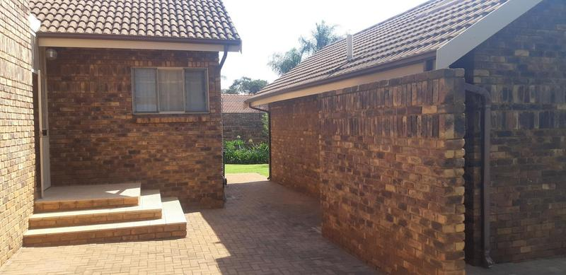 Property For Rent in Faerie Glen, Pretoria 11