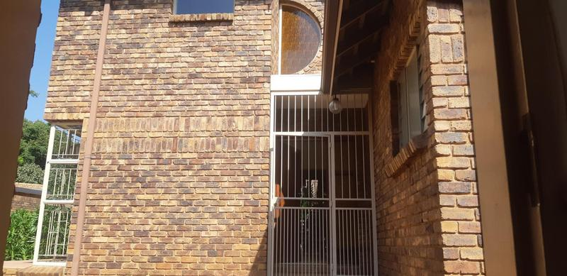 Property For Rent in Faerie Glen, Pretoria 4