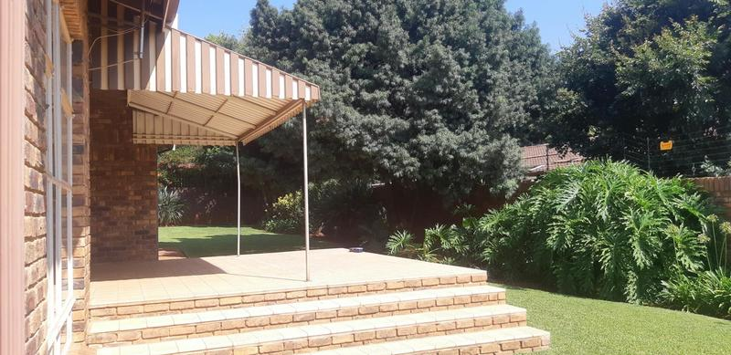 Property For Rent in Faerie Glen, Pretoria 13