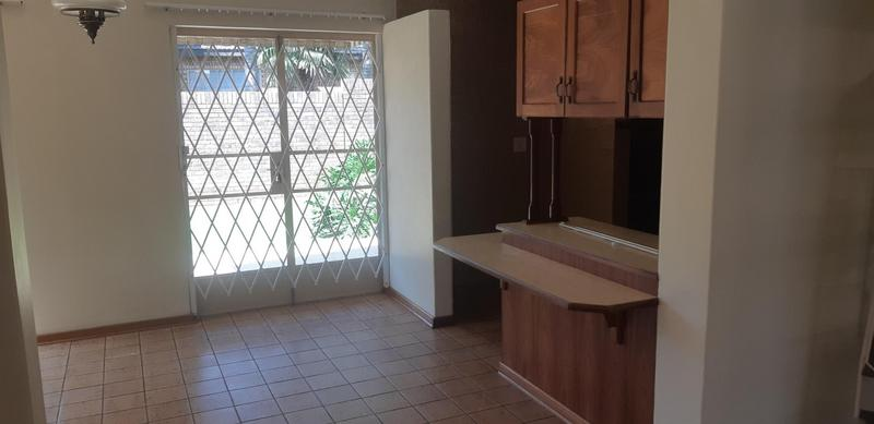Property For Rent in Faerie Glen, Pretoria 16