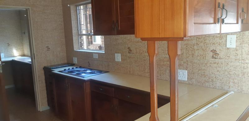 Property For Rent in Faerie Glen, Pretoria 20