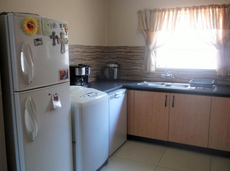 Property For Sale in Little Falls, Roodepoort 4