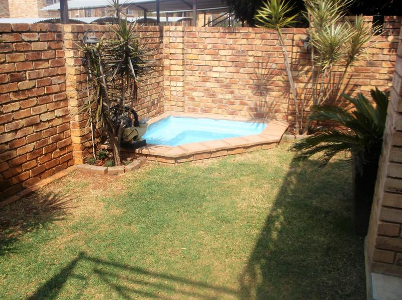 Property For Sale in Little Falls, Roodepoort 16
