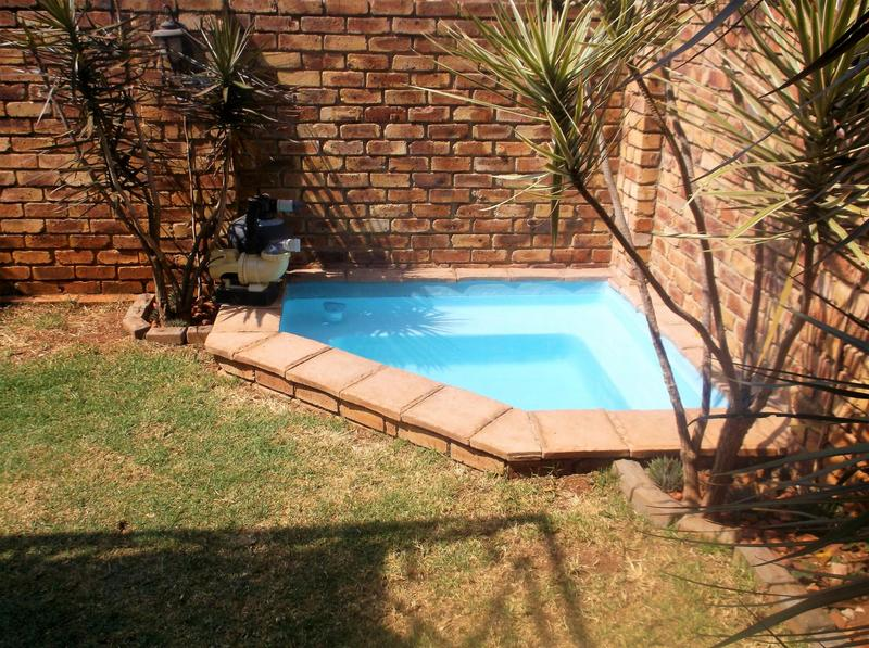 Property For Sale in Little Falls, Roodepoort 15