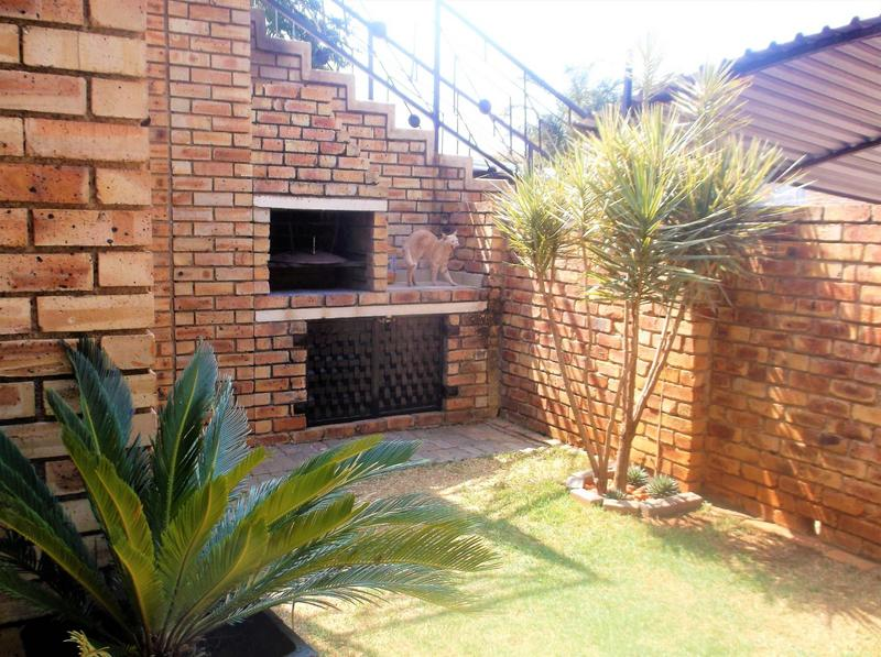 Property For Sale in Little Falls, Roodepoort 17