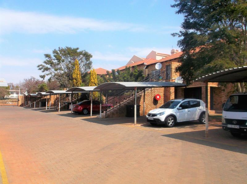 Property For Sale in Little Falls, Roodepoort 1