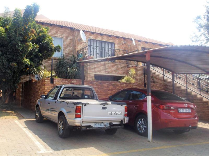 Property For Sale in Little Falls, Roodepoort 18
