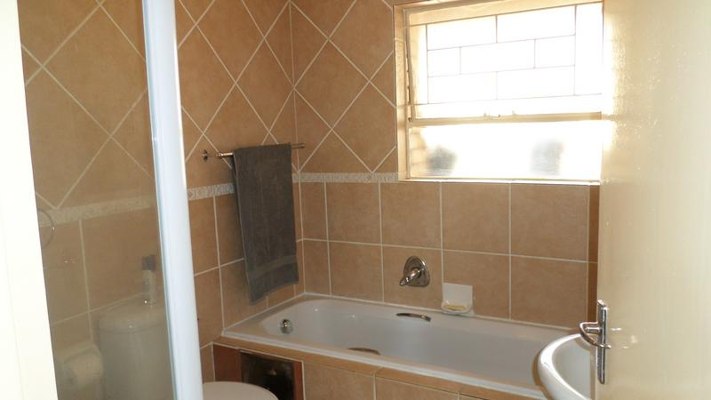 Property For Rent in Fairland, Johannesburg 7