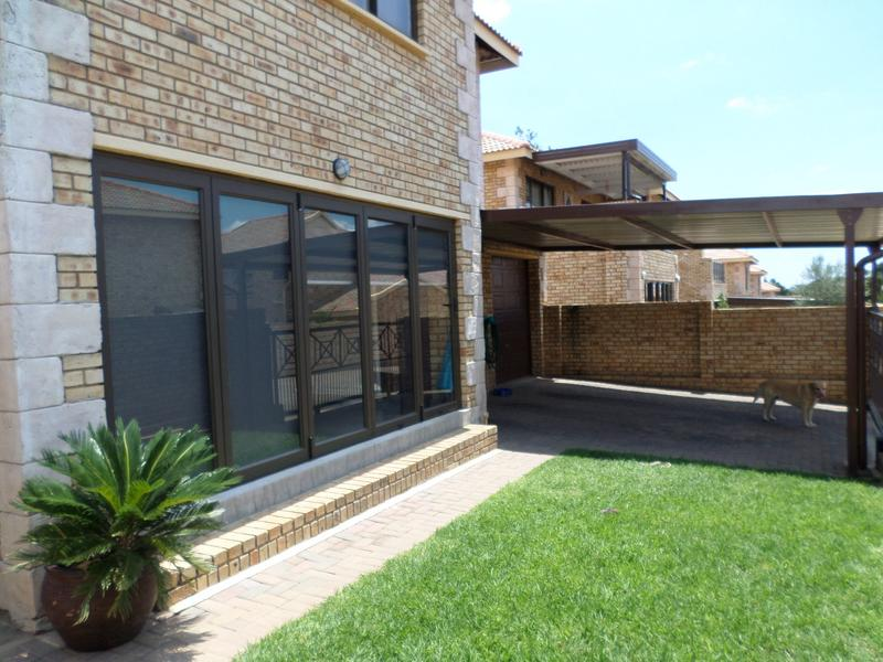 Property For Rent in Honeydew Manor, Roodepoort 2
