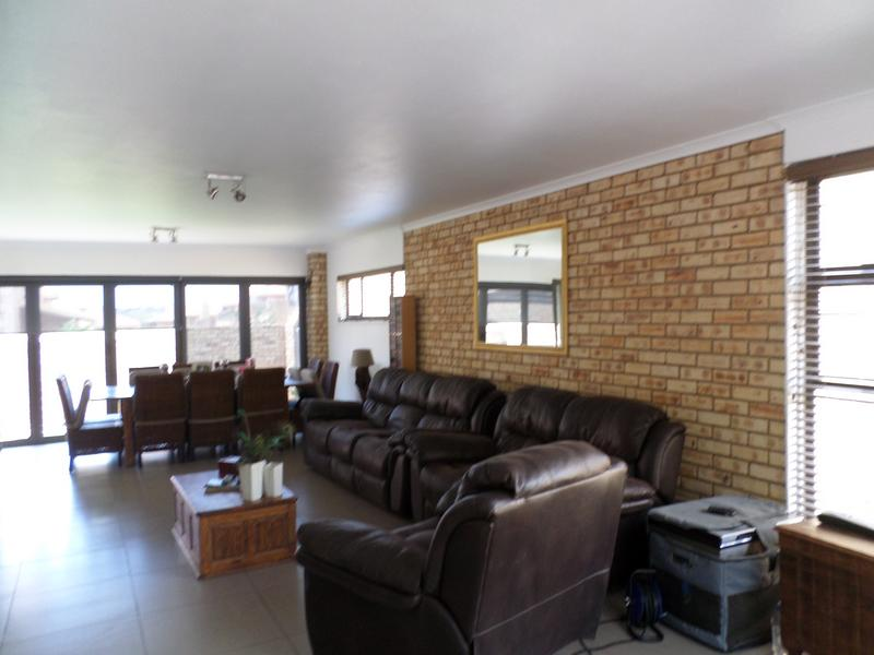 Property For Rent in Honeydew Manor, Roodepoort 5