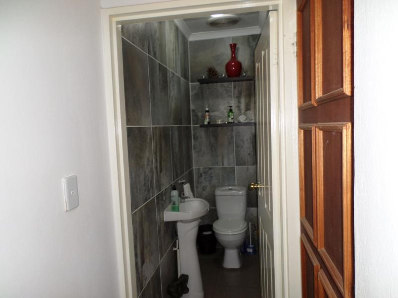 Property For Rent in Honeydew Manor, Roodepoort 8