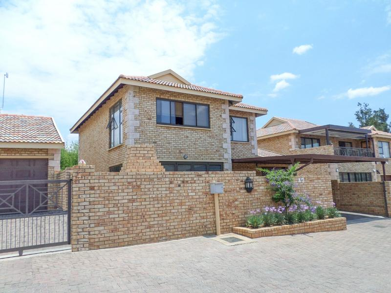 Property For Rent in Honeydew Manor, Roodepoort 1